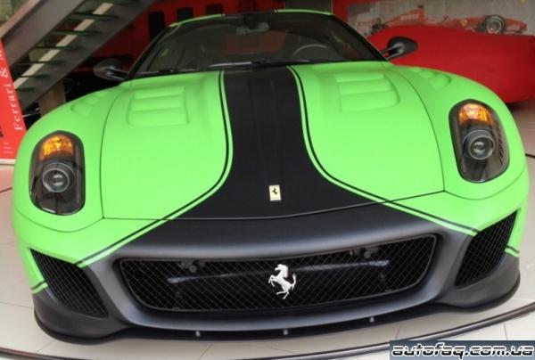 зелёная Ferrari