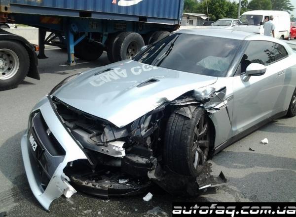 Разбили Nissan GT-R