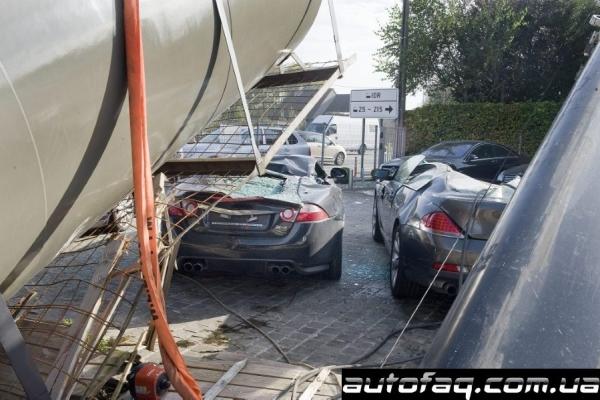 кран упал на Jaguar XKR-S