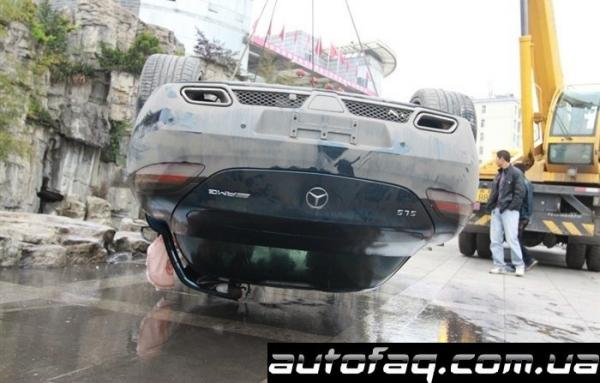 утопили Mercedes-Benz SLS AMG