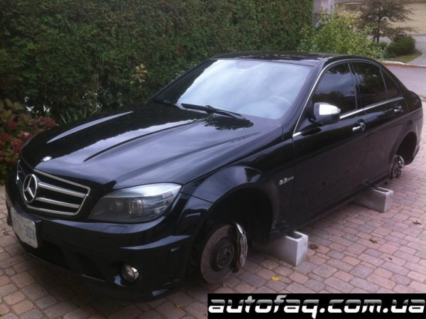 Mercedes-Benz C63 AMG без колёс