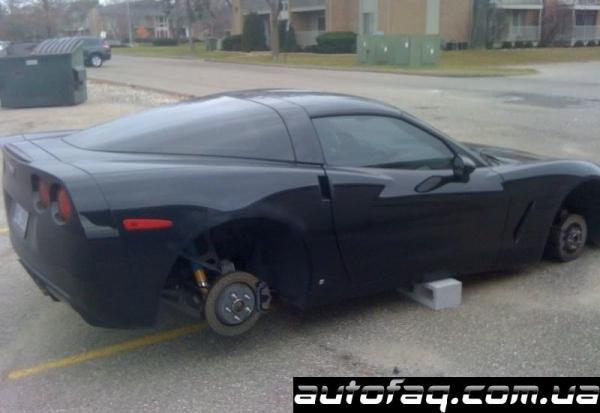 Chevrolet Corvette без колёс