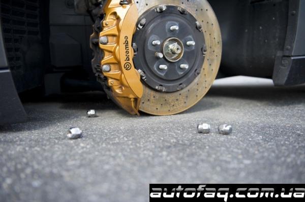Nissan GT-R без колёс