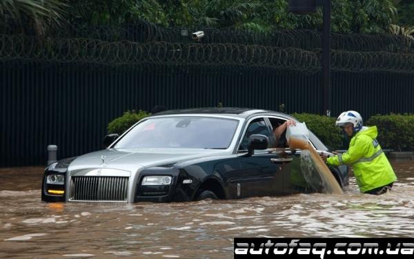 Rolls-Royce Ghost наводнение