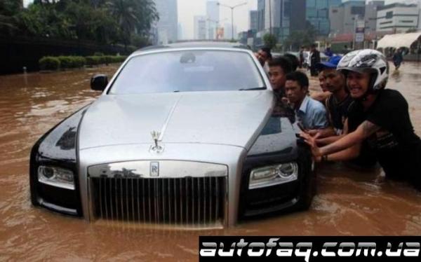 Rolls-Royce Ghost в воде