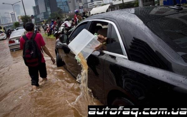 Rolls-Royce Ghost тонет Индонезия