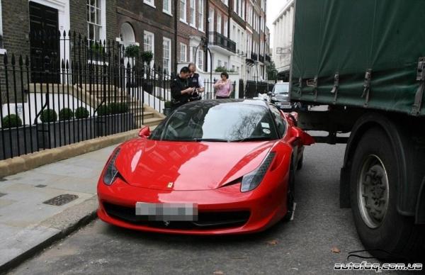 Грузовик врезался в Ferrari в Лондоне