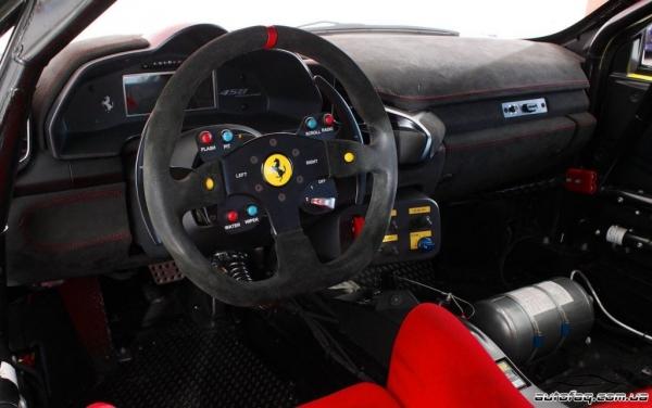 интерьер Ferrari 458 Challenge