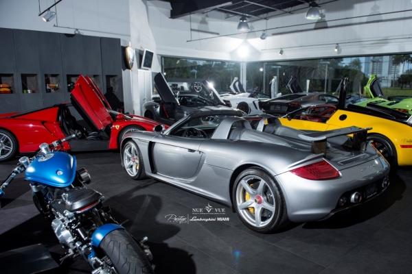 Porsche Carrera GT vs Ferrari Enzo